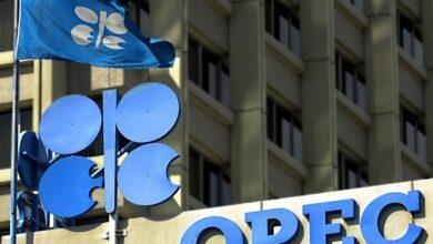 Las potencias petroleras pactan un recorte récord de producción para frenar la caída del precio