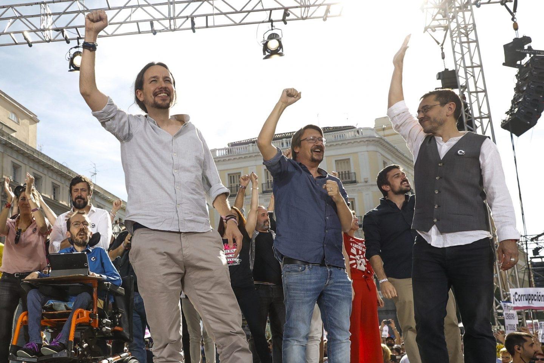 Pablo Iglesias y los líderes de Podemos, en la Puerta del Sol.