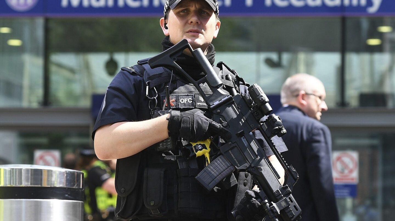 Un policía, en el centro de Manchester.