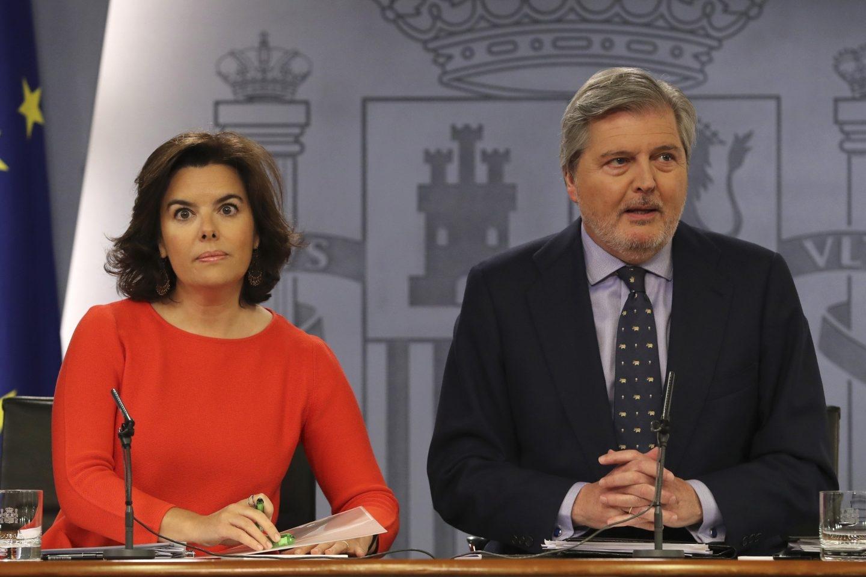 Sáenz de Santamaría y Méndez de Vigo, tras el Consejo de Ministros.