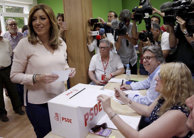 Susana Díaz, votando este domingo en la agrupación socialista de Triana (Sevilla).