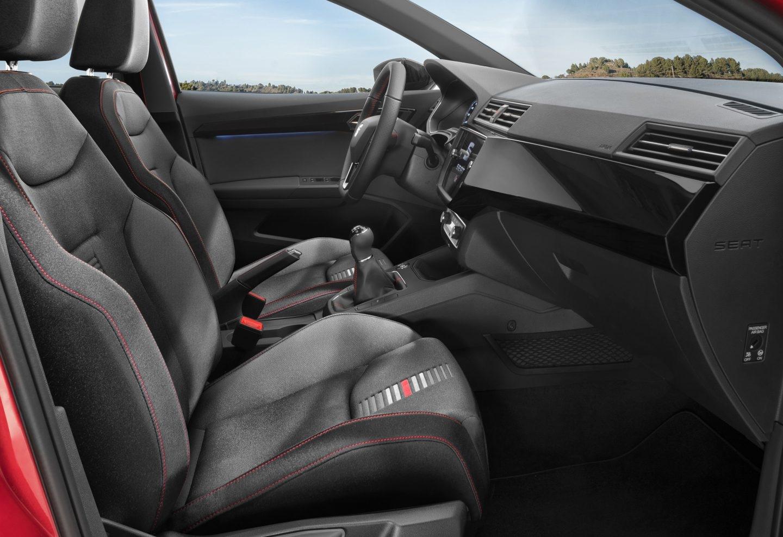 Enfocadas al cliente de talante más deportivo, las versiones FR cuentan con unos asientos delanteros bastante cómodos que a la vez sujetan muy bien.