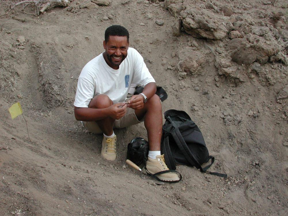 El paleontólogo Zeresenay Alemseged halló a la niña de Dikika