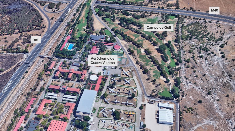 Vista aérea del campo de golf (derecha) en la base aérea de Cuatro Vientos.
