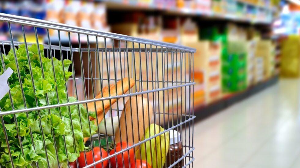 Cada español gasta de media al mes 120 euros en alimentación.
