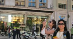 Turistas chinos en la calle de Serrano, en Madrid.