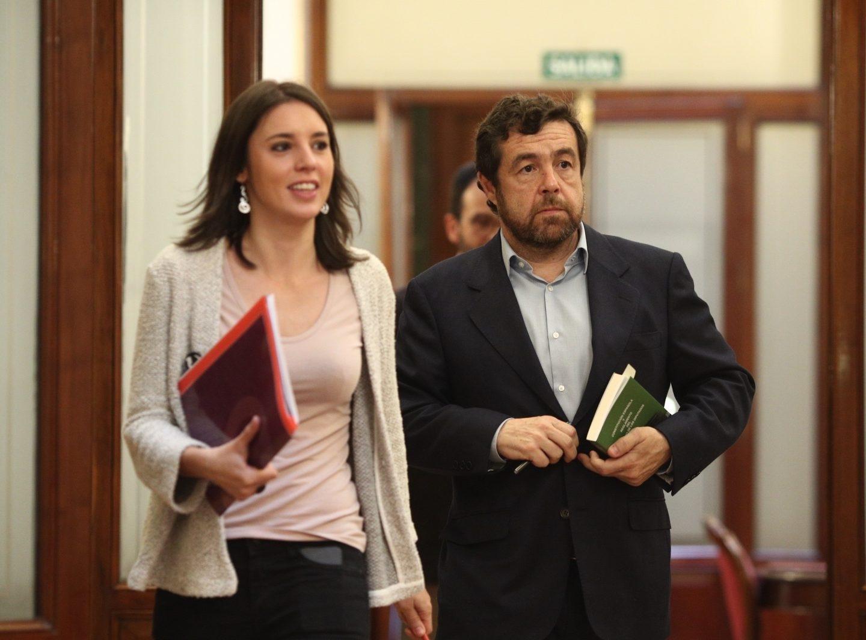 Irene Montero, portavoz de Unidos Podemos, y Miguel Gutiérrez, de Ciudadanos, este jueves tras una reunión para abordar la presidencia de las comisiones de investigación.