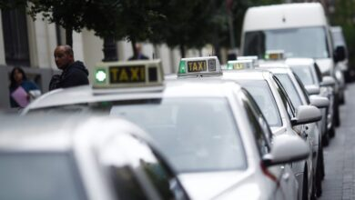 Varapalo para el taxi: la Audiencia Nacional archiva su 'macroquerella' contra Uber y Cabify