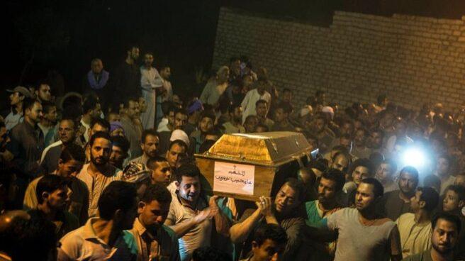 Funeral tras el atentado en Egipto contra cristianos coptos.