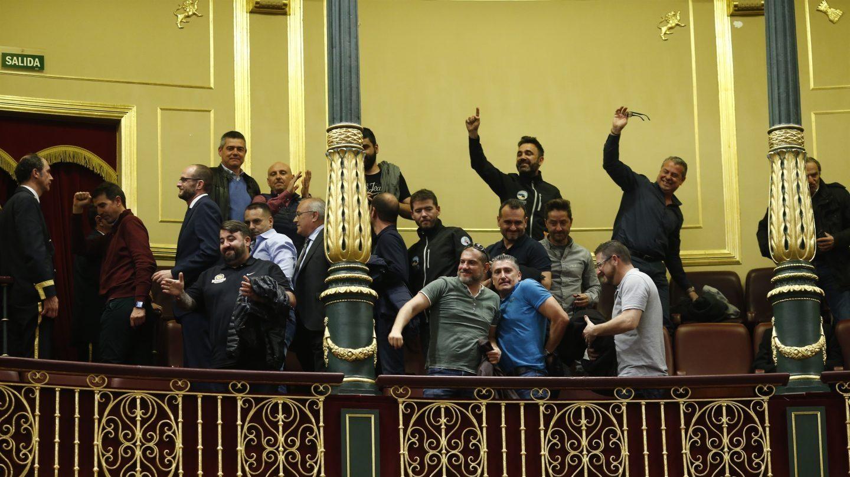 Trabajadores de la estiba celebran en marzo pasado la derrota del decreto que presentó Fomento.