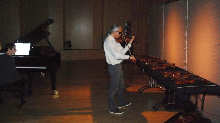 Tocando un violín Stradivarius a ciegas