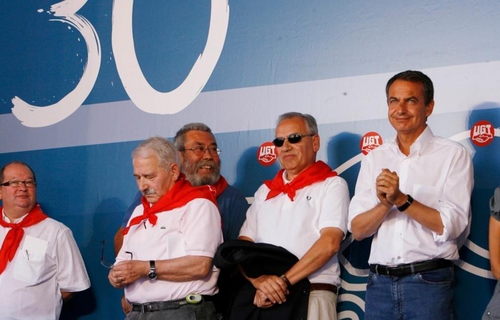 José Ángel Fernandez Villa, junto a Alfonso Guerra y Rodríguez Zapatero.