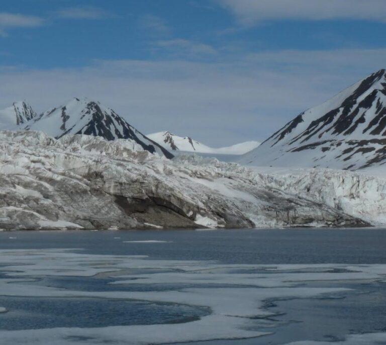 Los glaciares del océano Ártico sufren los efectos del calentamiento global