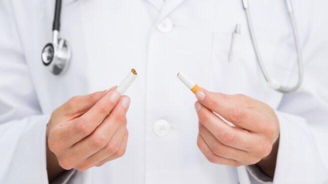 Los médicos de familia reivindican que se aborde el tabaquismo como la hipertensión o la diabetes.