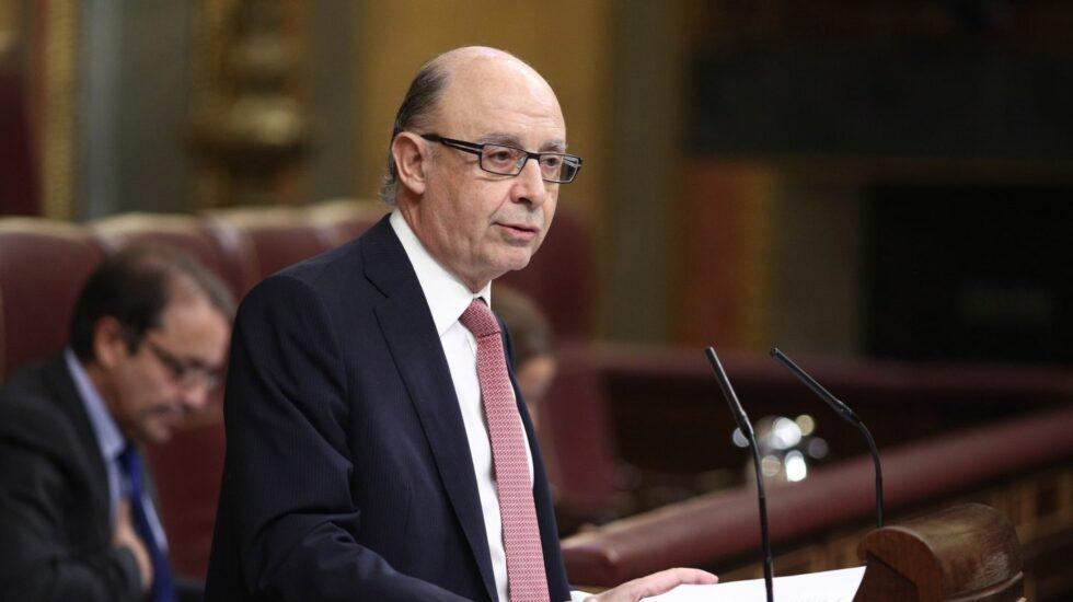 El ministro de Hacienda, Cristóbal Montoro, en pleno debate en el Congreso de los Diputados.