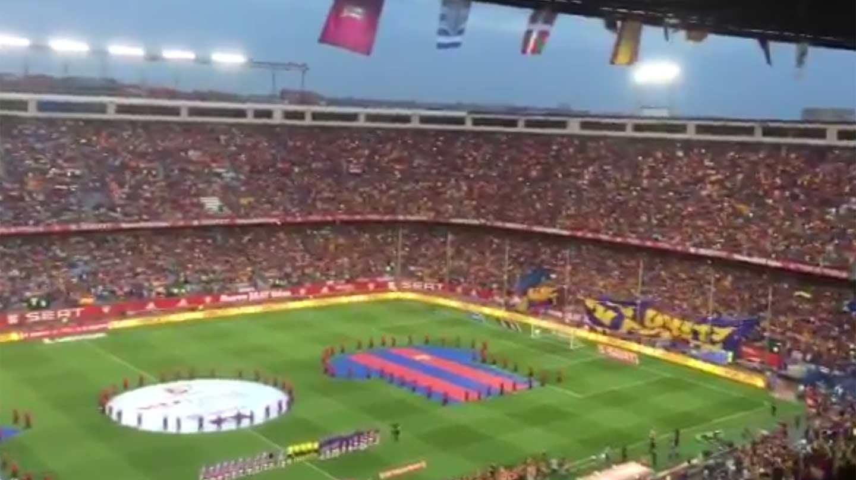 Pitos durante el himno en la final de la Copa del Rey entre el Barcelona y el Alavés.