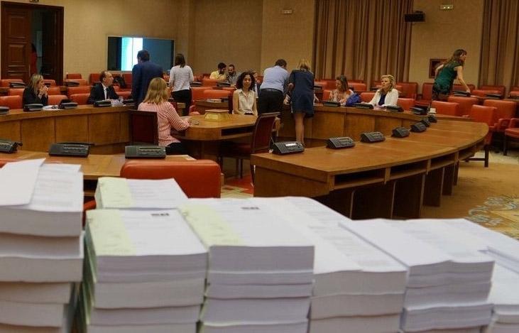 Deliberaciones de los portavoces de PP y Ciudadanos en la Comisión de Presupuestos del Congreso de los Diputados.