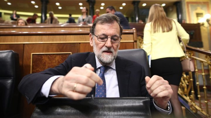 Rajoy no descarta intervenir en la moción de censura