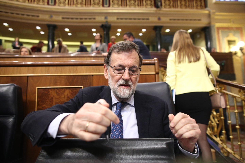 Rajoy no descarta intervenir en la moción de censura