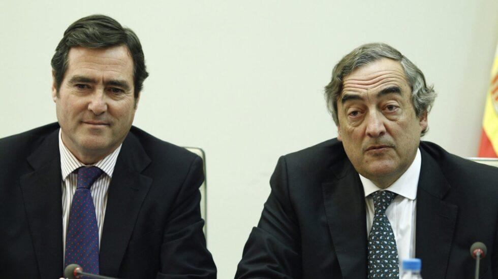 Los presidentes de CEOE, Juan Rosell (derecha), y de Cepyme, Antonio Garamendi.
