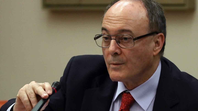 El gobernador del Banco de España, Luis María Linde, durante su comparecencia ante la Comisión de Economía del Congreso.