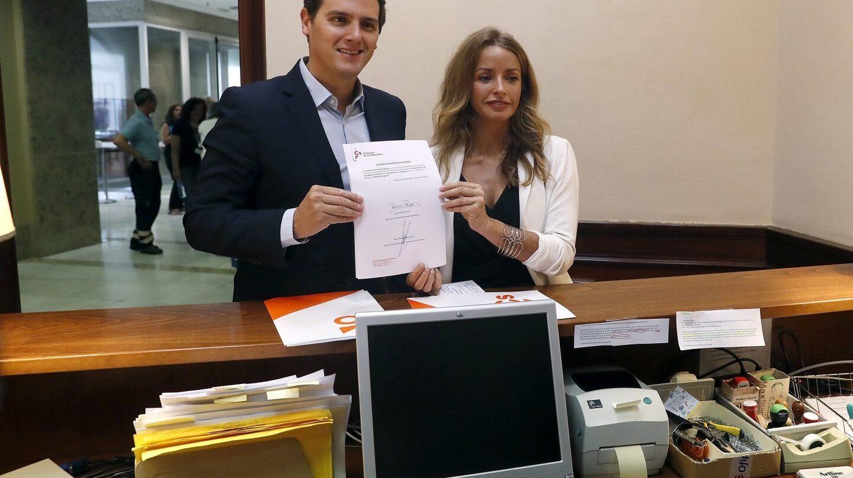 El líder de Ciudadanos, Albert Rivera, ha presentado junto a la diputada Patricia Reyes la proposición de ley sobre la gestación subrogada.