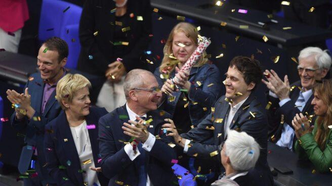 Diputados de Los Verdes celebran la aprobación por mayoría de la legalización del matrimonio homosexual en Alemania.