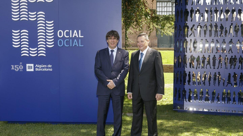 El presidente de la Generalitat, Carles Puigdemont, y el presidente de Agbar, Ángel Simón.