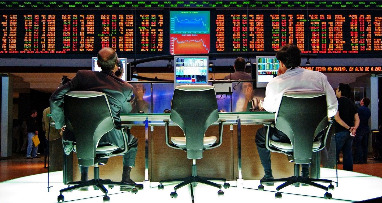Los mercados financieros amanecen agitados por el resultado de las elecciones británicas.