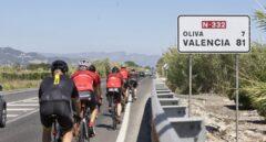 Detenido por amenazar a ciclistas y colocar un tablón con clavos para impedir su paso