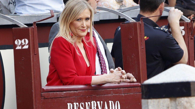 Cristina Cifuentes, en un burladero de Las Ventas.
