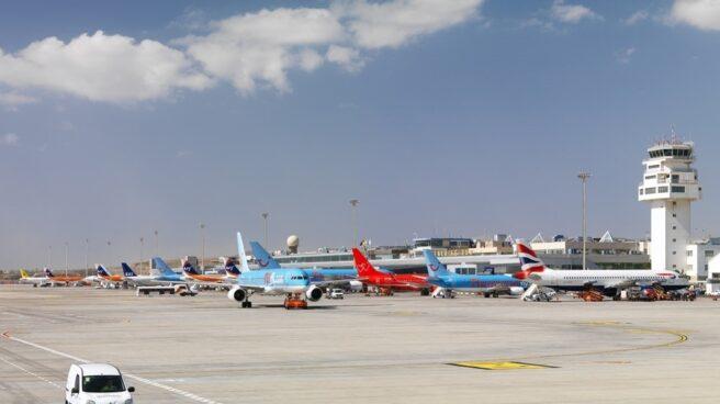 Aviones aparcados en el Aeropuerto Tenerife Sur.