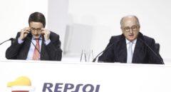 El presidente de Repsol, Antonio Brufau, y el consejero delegado, Josu Jon Imaz, en la junta de accionistas de Repsol.