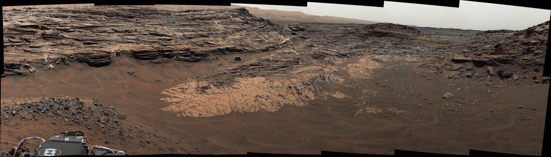 Superficie marciana captada por el rover Curiosity.
