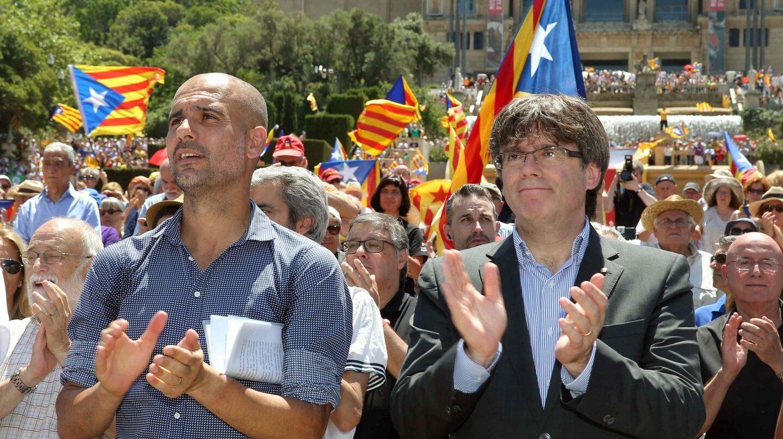 Guardiola y Puigdemont, en el acto independentista en Barcelona.