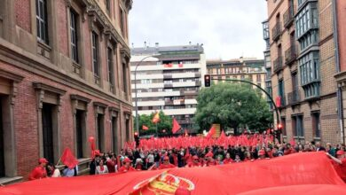 """Marea roja en favor de la bandera de Navarra y contra la """"imposición"""" de la ikurriña"""