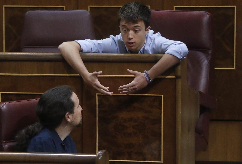 Iglesias y Errejón, en el Congreso.