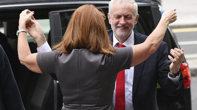 Jeremy Corbyn llega esta mañana a la sede del Partido Laborista en Londres.
