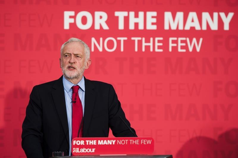 Jeremy Corbyn habla a sus seguidores en Essex.