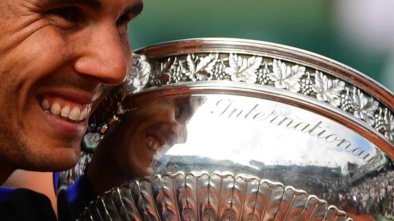 Nadal, con su décima copa de Roland Garros.