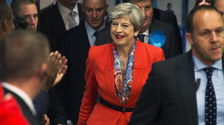 Theresa May llega a su distrito electoral de Maidenhead.