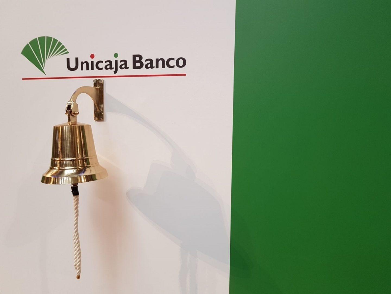 Campana ubicada en la Bolsa de Madrid para la celebración de la salida a bolsa de Unicaja.