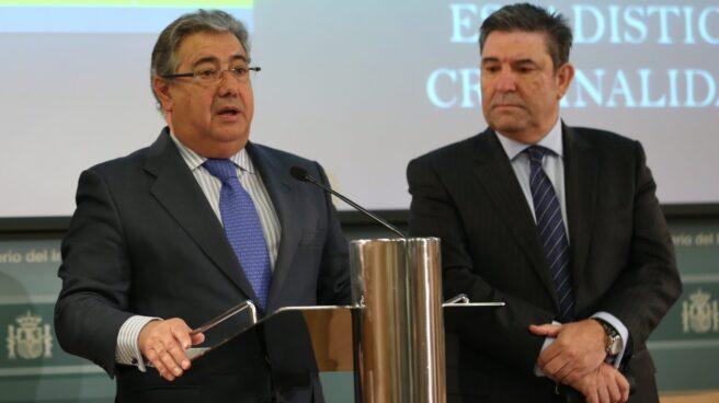 El ministro del Interior, Juan Ignacio Zoido, y el director general de la Guardia Civil, José Manuel Holgado.