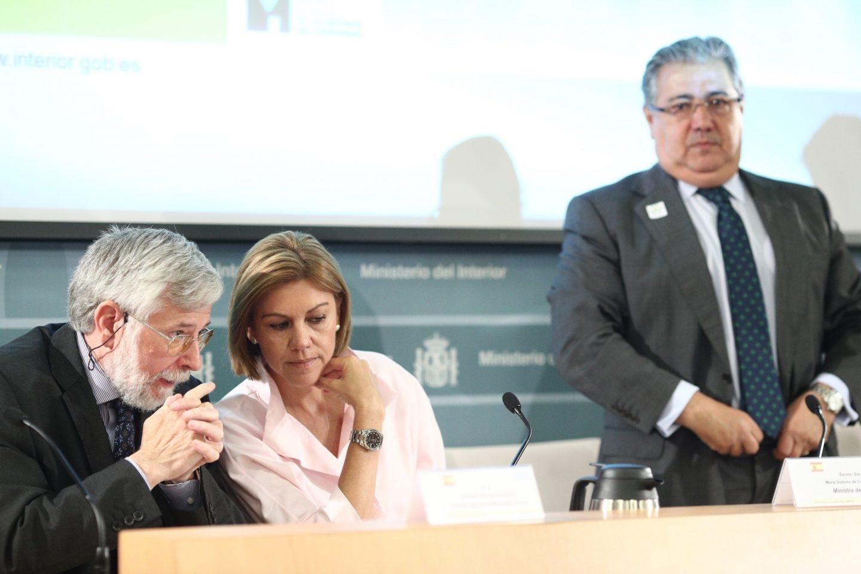 El ministro del Interior, Juan Ignacio Zoido, junto a la ministra de Defensa, María Dolores de Cospedal.