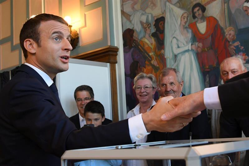 Emmanuel Macron, presidente de Francia, vota en las elecciones legislativas.