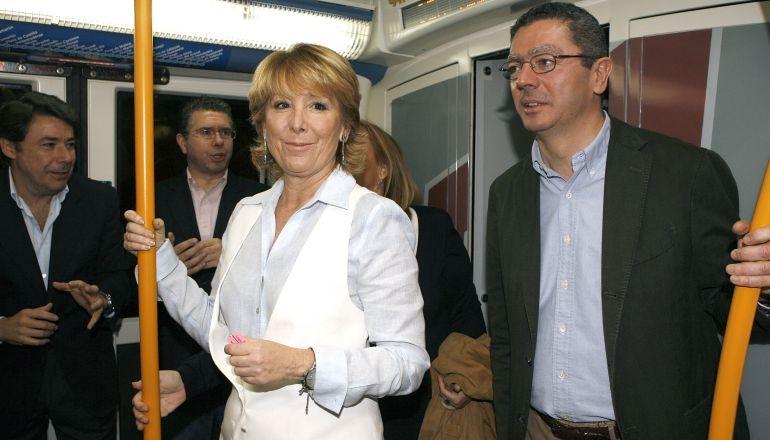 González, Granados, Aguirre y Gallardón, en un vagón del Metro de Madrid.