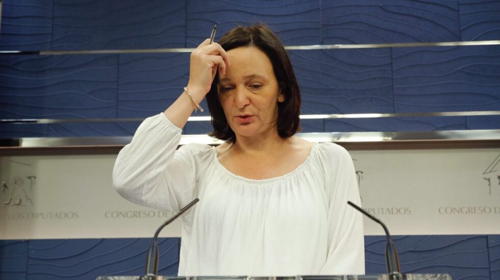 Carolina Bescansa, miembro de la Comisión Bárcenas, comparece tras la reunión en la que denuncia amenazas.