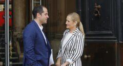 El portavoz de Ciudadanos en la Comunidad de Madrid junto a la presidenta regional, Cristina Cifuentes.