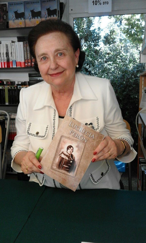 La física y escritora Concepción Mira en la Feria del Libro de Madrid.
