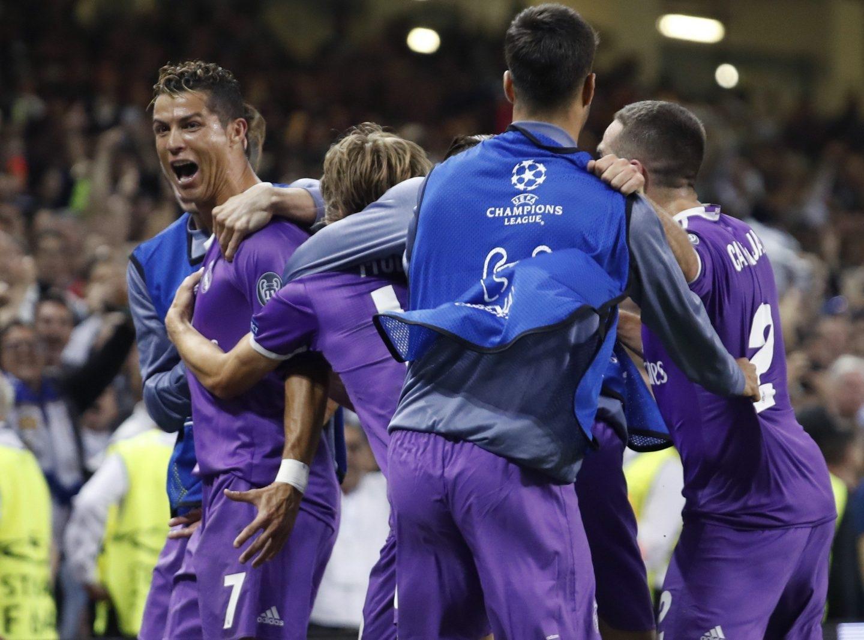 Cristiano Ronaldo celebra uno de sus goles en la final.
